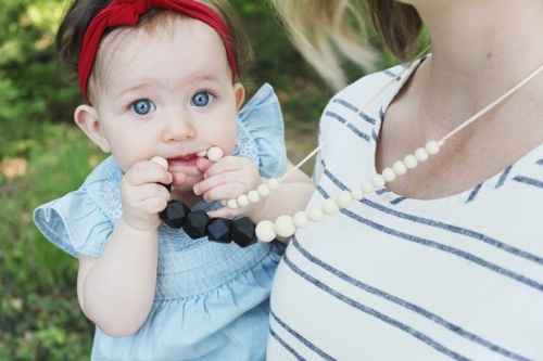 mama-and-little-teething-necklace-giveaway-dearly-noted-lifestyle-blog-4